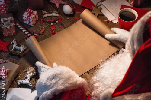 Photographie  Santa Claus with wish list