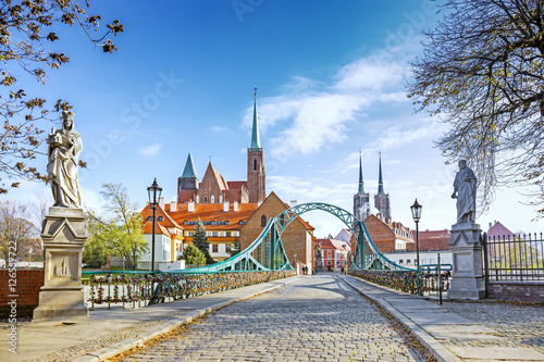 fototapeta na drzwi i meble Bridge to Tumski (Cathedral) Island in Wroclaw, Poland