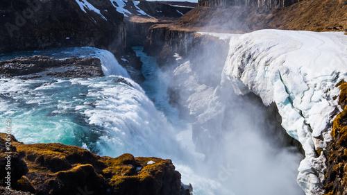 gullfoss-to-wodospad-polozony-w-poludniowo-zachodniej-islandii