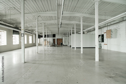 Staande foto Industrial geb. empty warehouse