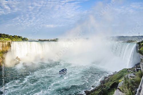 Poster Bos rivier Ship in front of Horseshoe Fall, Niagara Falls, Ontario, Canada