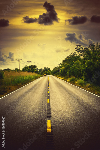 Poster Jaune de seuffre Louisiana highway 82 rural roadscape with a car and clouds