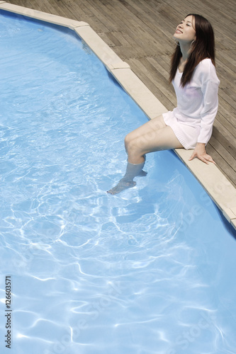 Fototapety, obrazy: Young woman having fun by pool