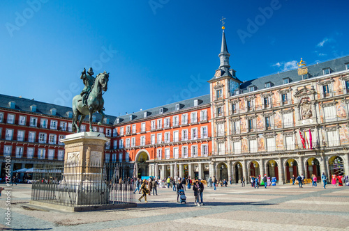 Poster Madrid Felipe III statue and Casa de la Panaderia on Plaza Mayor in Madrid, Spain