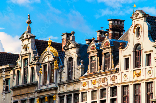 Foto op Canvas Brussel traditional belgian facades at grand place, belgium