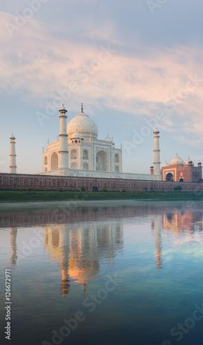 Foto op Aluminium India Jamuna River Reflection Taj Mahal Sunrise Rear