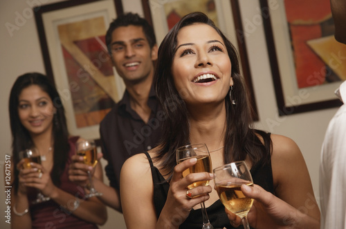 Photo  woman at party laughing