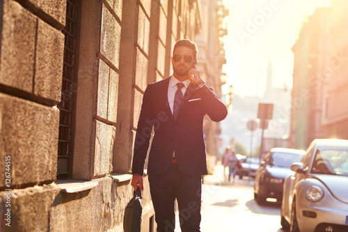 Foto Young businessman on the street