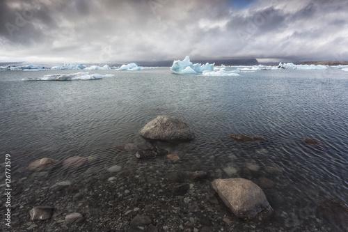Jökulsárlón lagoon, in the background the Vatnajökull glacier, South Iceland, Suðurland, Iceland, Europe
