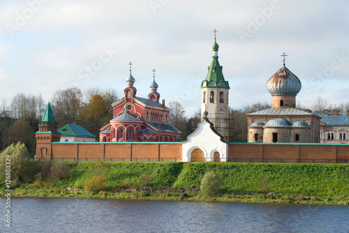 Old Ladoga Nikolsky monastery in the cloudy october afternoon Fototapet