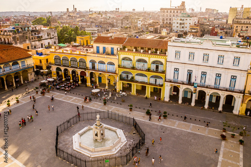 Bird's eye view of colorful Plaza Vieja in Havana Slika na platnu