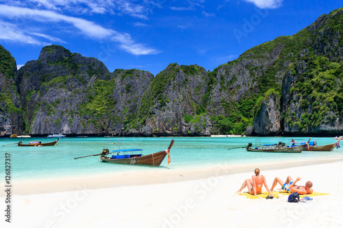 Photo Maya bay in Phi-Phi island, Krabi Thailand.