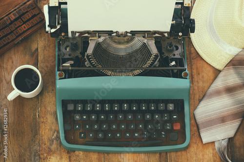 Keuken foto achterwand Retro top view photo of vintage typewriter with blank page
