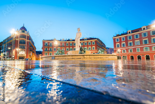 Foto op Aluminium Nice The Fontaine du Soleil on Place Massena in the Morning, Nice, France