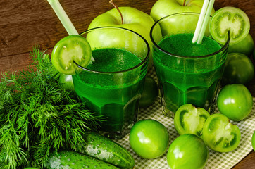Fototapetagreen smoothies with fresh vegetables and fruits