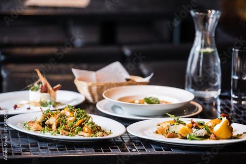 Fotografía  dinner in the restaurant