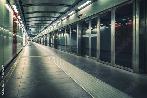 Foto auf AluDibond Bahnhof Metro train station