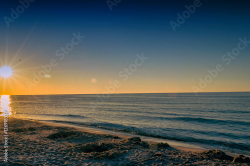 Zachód słońca nad morzem bałtyckim - 126918337