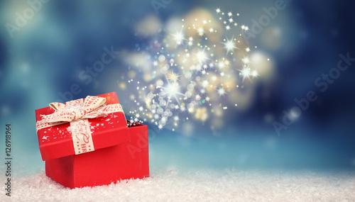 Weihnachtsüberraschung - leuchtendes Weihnachtsgeschenk Fotobehang