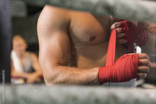 Fotografia  Sportowy boksera narządzanie dla walki