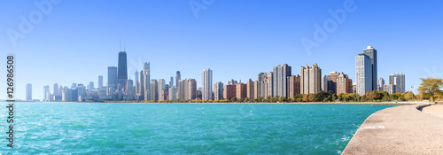 Foto auf Leinwand Chicago Chicago city skyline, panoramic morning view over Lake Michigan, USA.