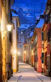 Fototapeta Uliczki - Narrow side street in Heidelberg old town, Germany