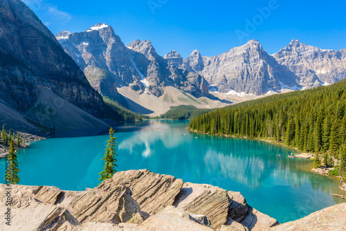 Fotobehang Meer / Vijver Majestic mountain lake in Canada. Moraine Lake in Alberta, Canada.