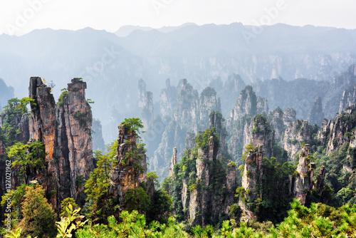 Foto  Scenic view of quartz sandstone pillars (Avatar Mountains)
