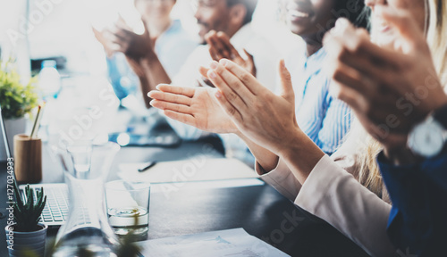 Photo Close up view of business seminar listeners clapping hands