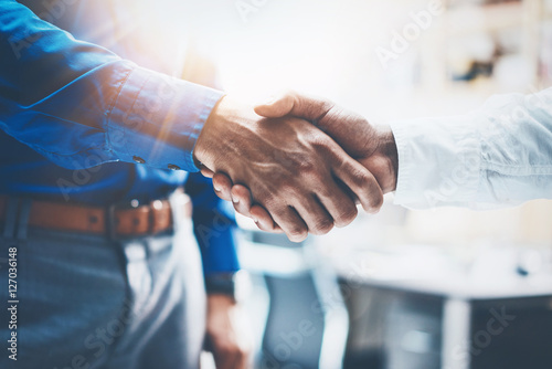 Cuadros en Lienzo Close up view of business partnership handshake
