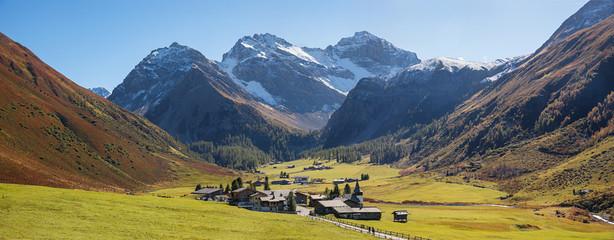 Panoramablick Talboden Sertigtal bei Davos im Herbst, kleines Sc
