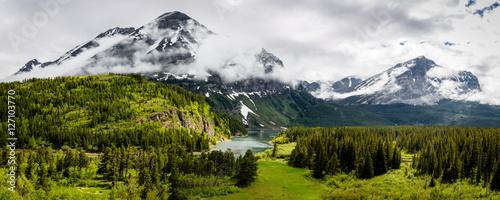 """""""Glacier Rain 2"""" Wschodnie wejście do Parku Narodowego Glacier w północno-zachodniej Montanie jest majestatyczne."""