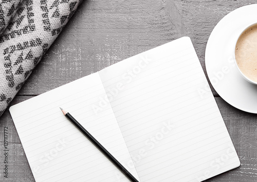 Photo  Cup of cappuccino with grey wool scarf and diary