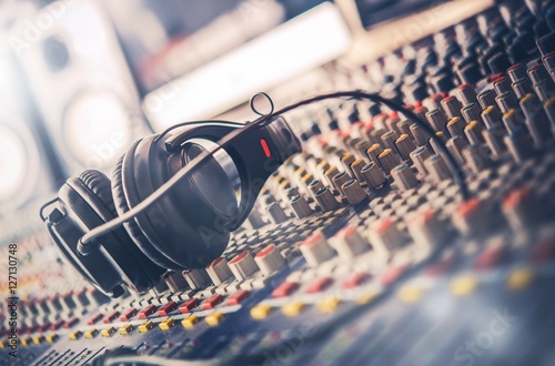 Sound Mastering Mixer - 127130748
