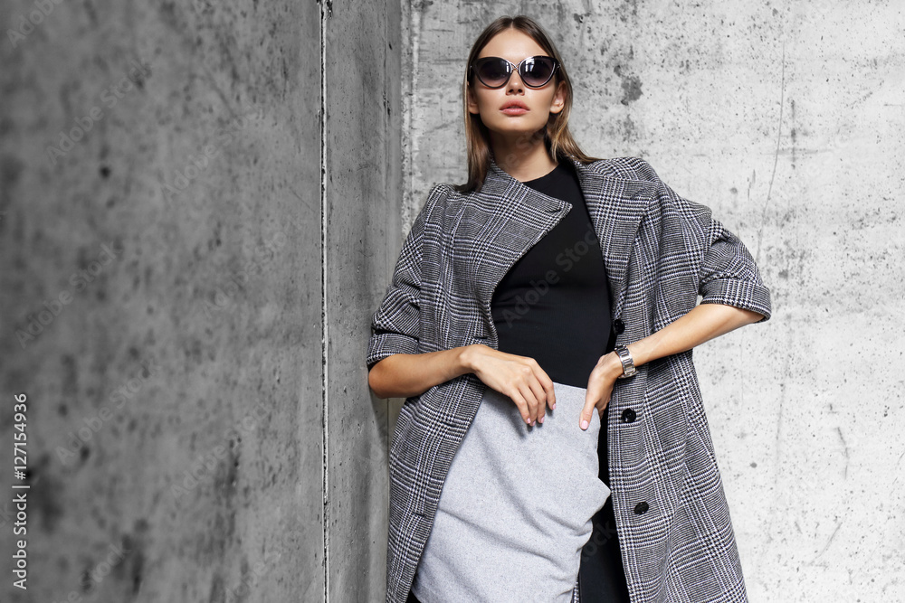 Fototapety, obrazy: high fashion portrait of young elegant woman outdoor.