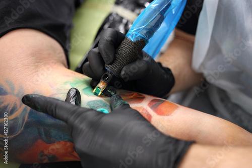 Ogromny Profesjonalna maszynka do tatuowania. Tatuator tatuuje kolorowy XX98
