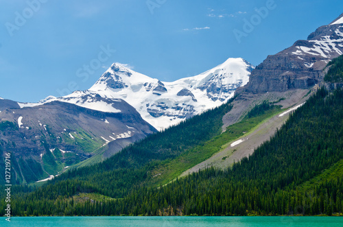 Fototapeta Majestic mountains and lake in Canada.