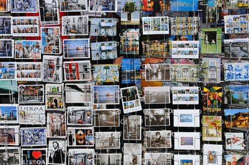 Fotografia  Postkarten an Kiosk in Lissabon