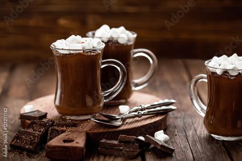 Foto op Plexiglas Chocolade hot chocolate dessert with marshmallows on wooden background