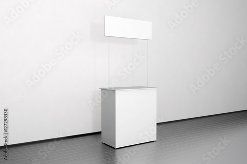 Fotografía  Blank white promo counter mockup stand near the wall, side view, clipping path, 3d rendering