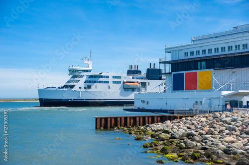 Fotografia  Fährschiff von Deutschland nach Dänemark im Fährhafen von Put