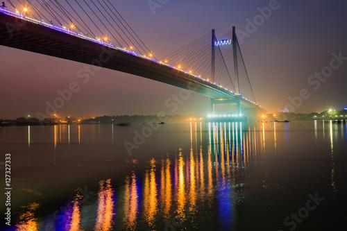 podswietlony-most