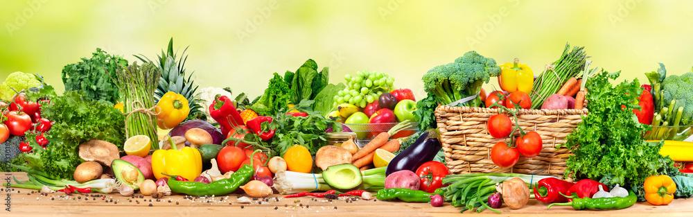 Ekologiczne warzywa i owoce na jasnożółtym tle <span>plik: #127330382 | autor: Kurhan</span>