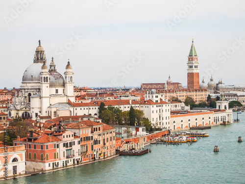 Foto  aerial views of venice skyline, italy