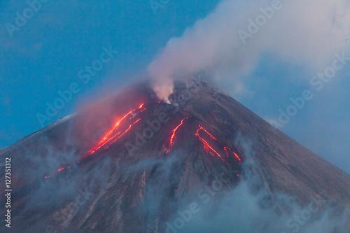 Staande foto Vulkaan Eruption. Klyuchevsoy volcano.