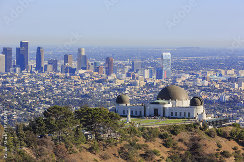 Photo  Los Angeles afternoon cityscape with Griffith Observatory