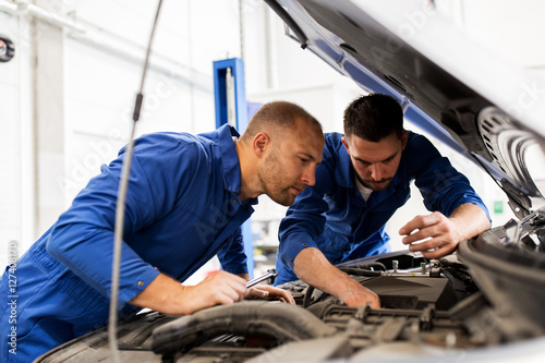 fototapeta na ścianę mechanic men with wrench repairing car at workshop
