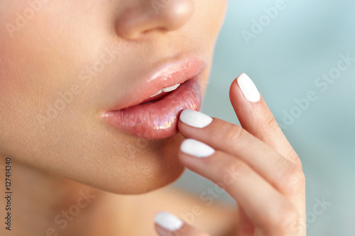 Fotografía  Lips Protection. Closeup of Healthy Woman Lips And Smooth Skin