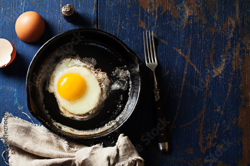 Poster de jardin Ouf Fried egg in a skillet