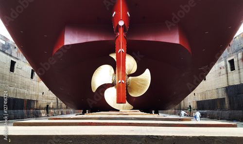 stern and propeller in refitting at drydock Fototapet